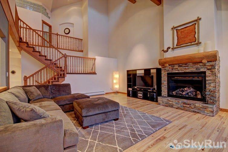 522 Ryan Gulch Great room with fireplace and HD TV