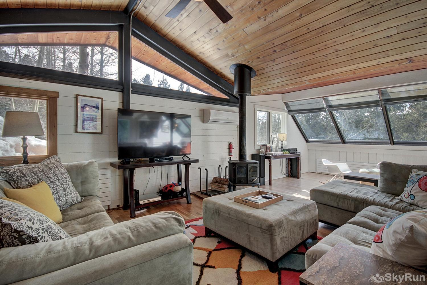 Elk Horn Cabin Stay cozy warm by the wood burning fireplace on those cold winter nights