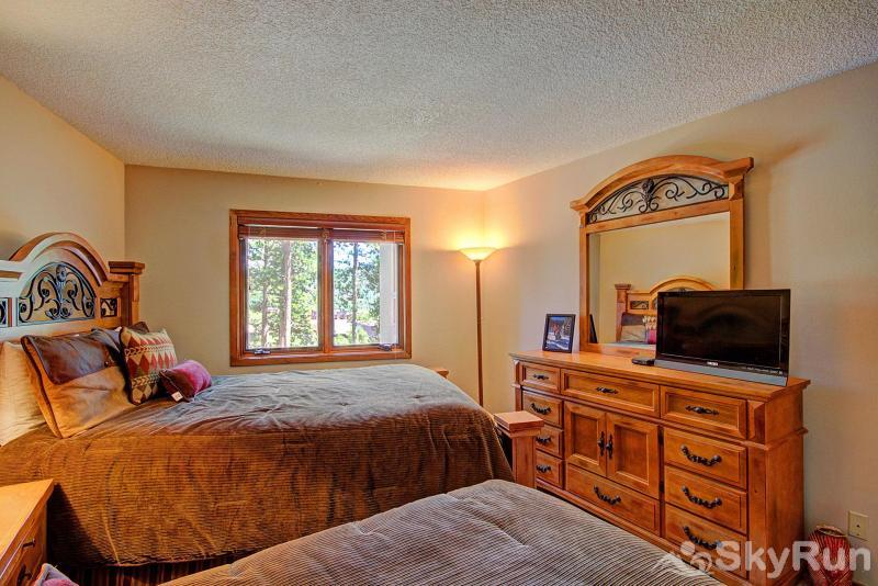 Chimney Ridge 512 Great views from the queen/twin bedroom