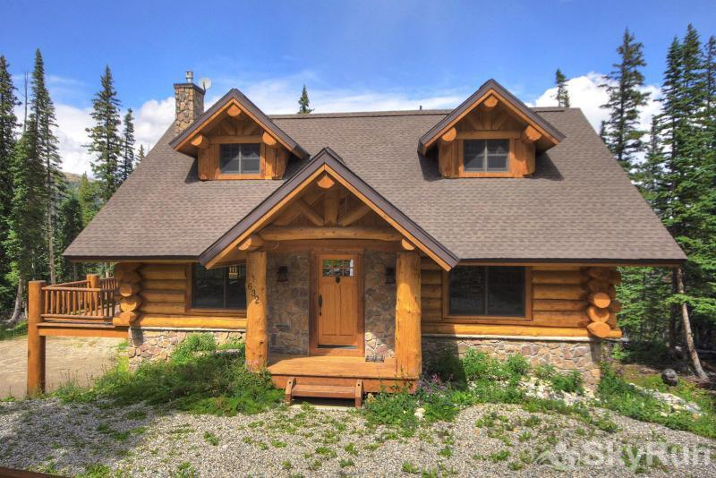 Timber Ridge Lodge Secluded log home ** Front door not accessible in winter **