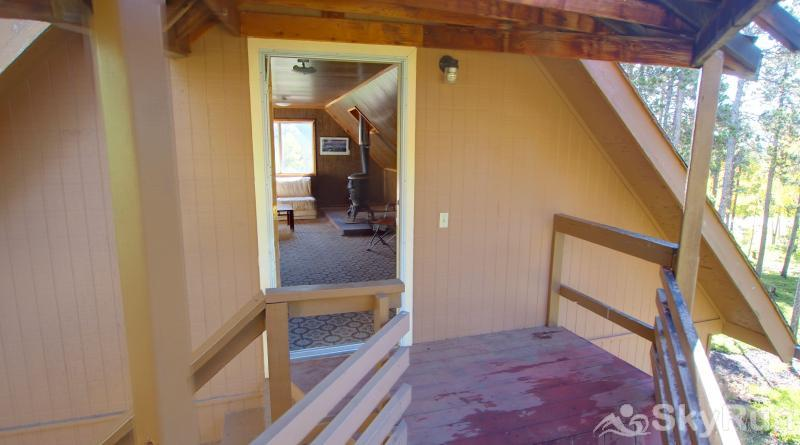 Dory Lakes Cabin Entrace to Kids bunk room