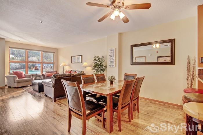 1562 Lakeshore Dining Area