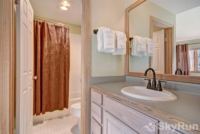 1562 Lakeshore Master Bathroom