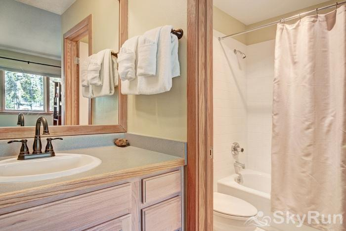 1562 Lakeshore Ensuite Guest Bathroom