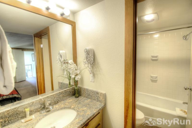 1804 Decatur Ensuite Bathroom