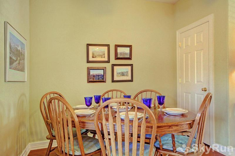 Kingdom Park Retreat Dining room with seating for 6