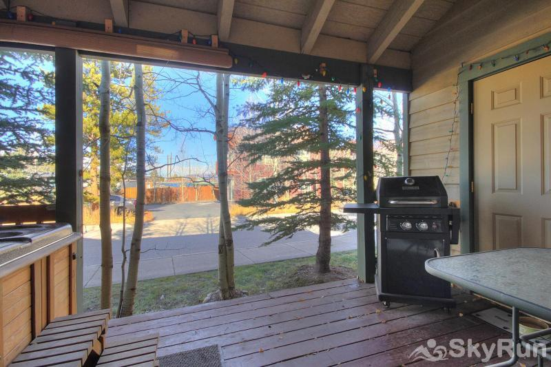 Kingdom Park Retreat Back deck with hot tub and BBQ