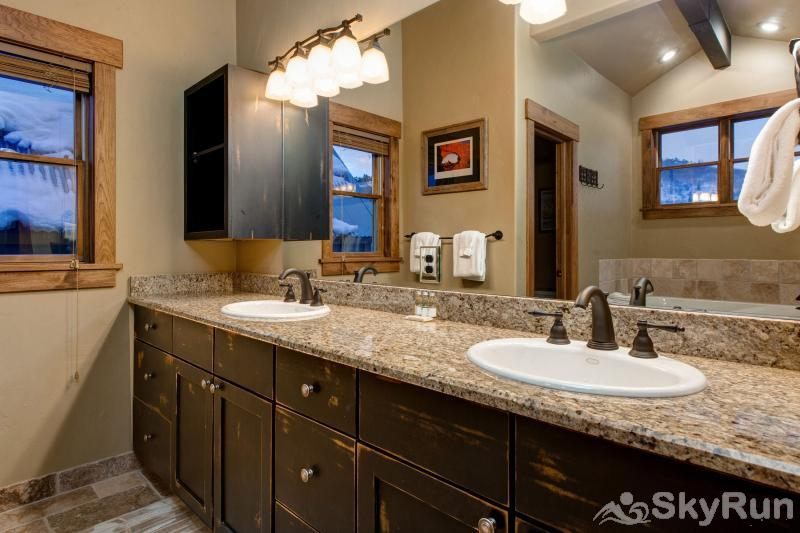 Upper Woodside 145 Luxury 3 Bedroom Master Dual Sinks