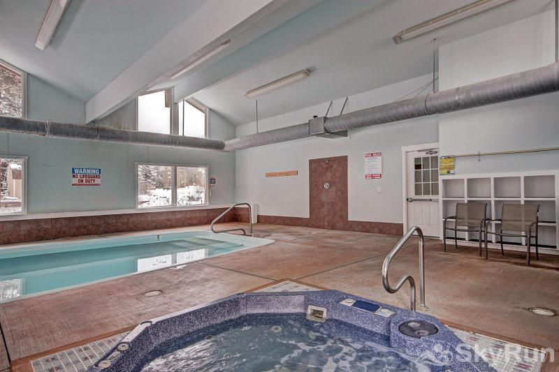 A308 Lake Cliffe Two indoor hot tubs