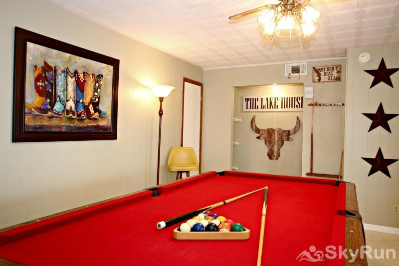 TEXAS ROSE LODGE Full Size Pool Table