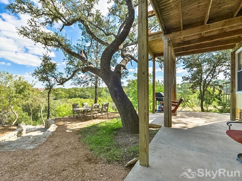 TEXAS ROSE LODGE Book Your Canyon Lake Vacation with SkyRun Today!