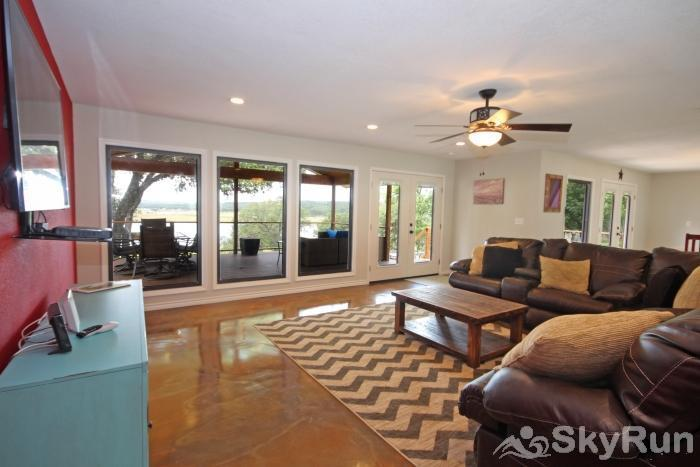 SUNSET VISTAS Living Room with Leather Sectional and Large Screen HDTV