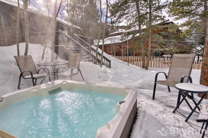 Broken Lance Lodge Private Outdoor Hot Tub