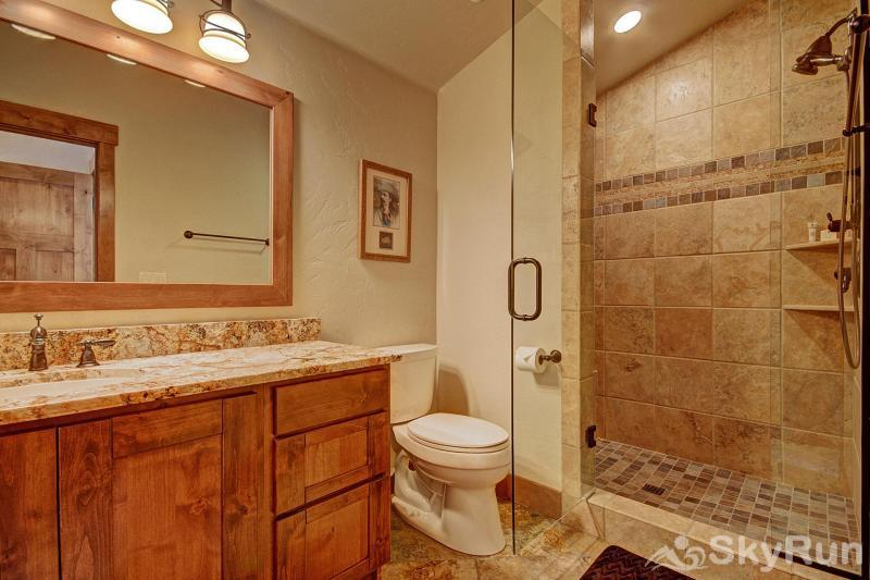 Casa de Plata Ensuite Bathroom (Upper Level)
