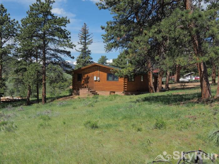 Stunning mountain view of longs peak l charming cabin near for Rocky mountain state park cabins