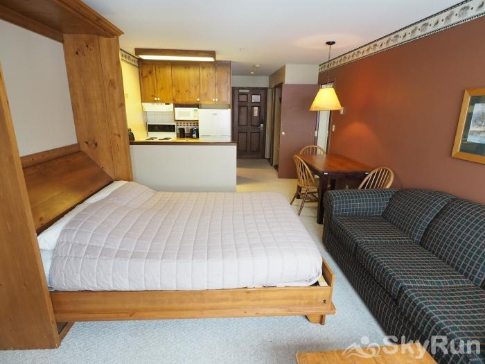 Apex Mountain Inn 1 BDRM Suite 211-212 Murphy bed/living room