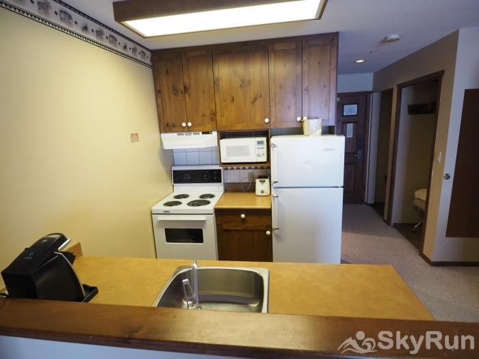 Apex Mountain Inn 1 BDRM Suite 221-222 Kitchen