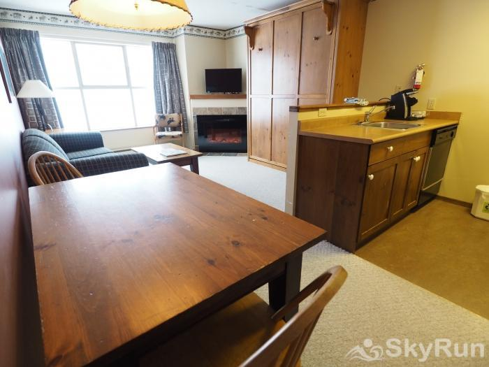 Apex Mountain Inn 1 BDRM Suite 225-226 Living Room