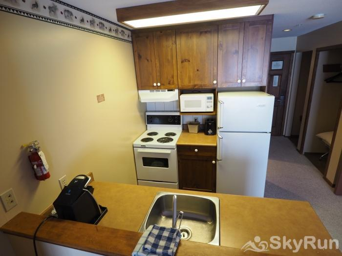 Apex Mountain Inn 1 BDRM Suite 225-226 Kitchen