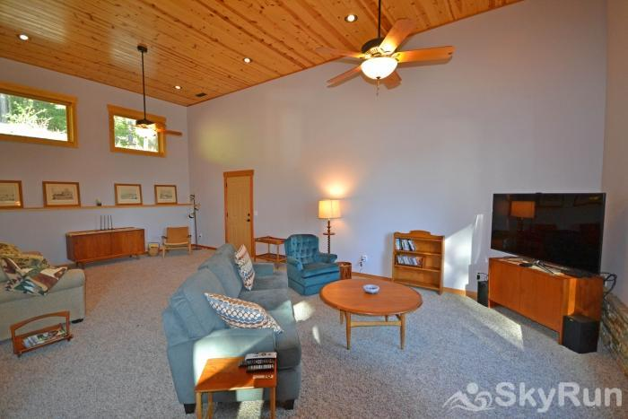 LODGEPOLE RIDGE Living Area with HDTV and Sleeper Sofa