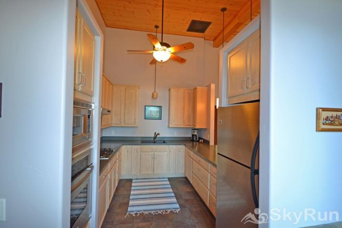 LODGEPOLE RIDGE Fully Equipped Kitchen