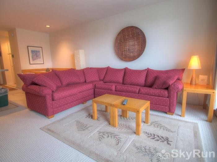 Sugarbush 1-bedroom Mountainside Living room area with large sectional couch