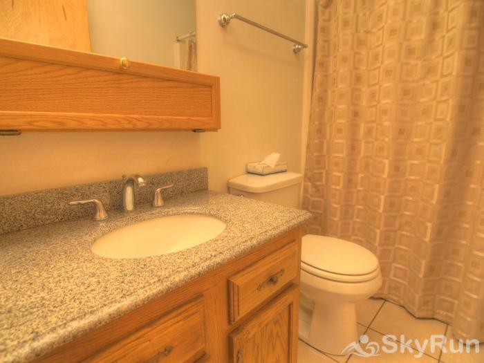 Sugarbush 1-bedroom Mountainside Full bath with stone counters