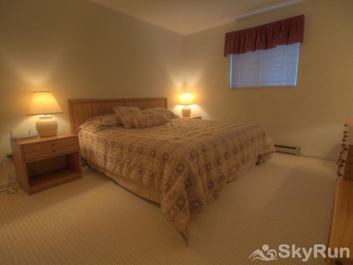 Sugarbush 1-bedroom Mountainside Sleep well in this comfortable bedroom