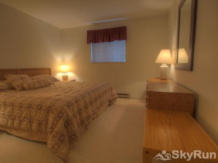 Sugarbush 1-bedroom Mountainside Large bedroom with lots of space