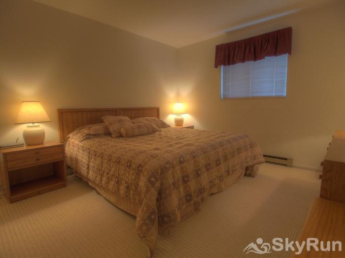 Sugarbush 1-bedroom Mountainside Inviting private bedroom