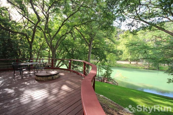 PONDEROSA PARADISE Direct Riverfront Access from Back Yard