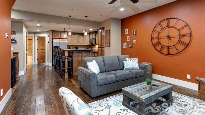 Lovely 2 Bed 2 Bath Ski Townhome, Park City, Hot tub, 2 Car Garage Amazing Remodel and Layout!
