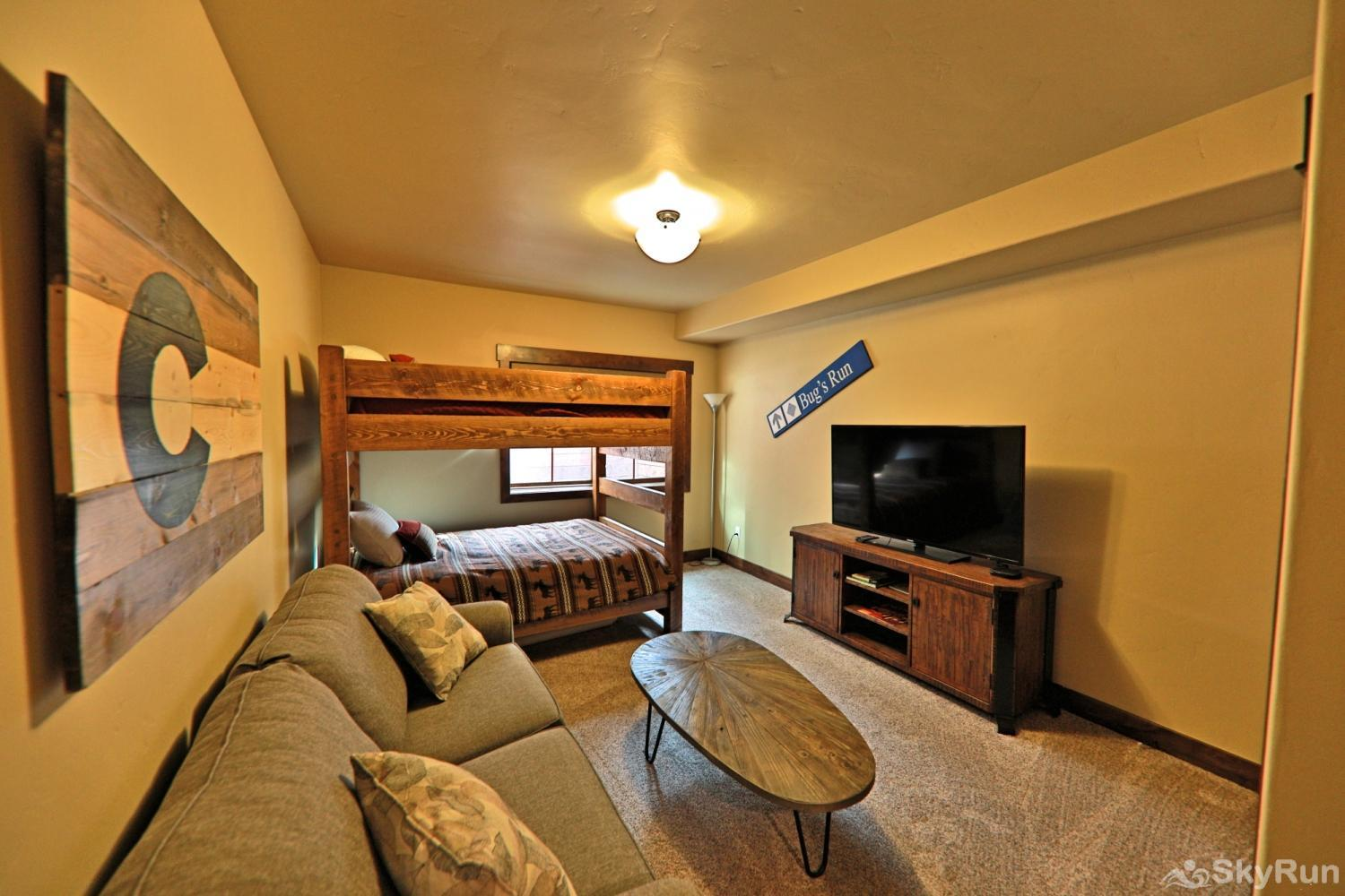 Beautiful & spacious townhome w/ 3 master suites + bunk room.  Mountain Views & private deck. Sleeps Bunk room with pullout Couch