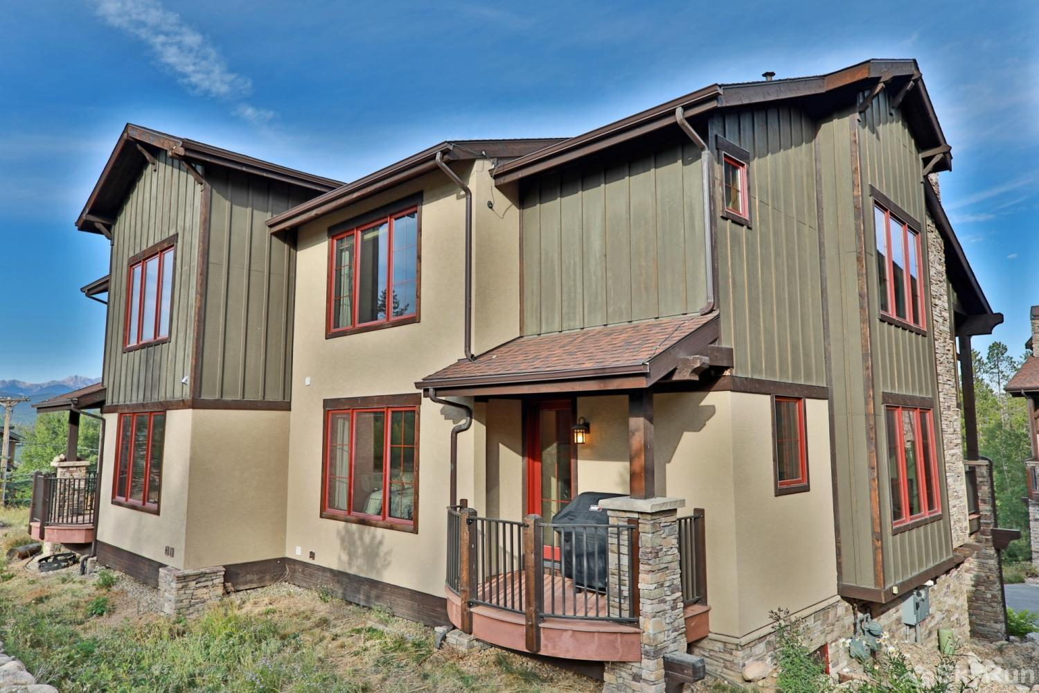 Beautiful & spacious townhome w/ 3 master suites + bunk room.  Mountain Views & private deck. Sleeps View from Back