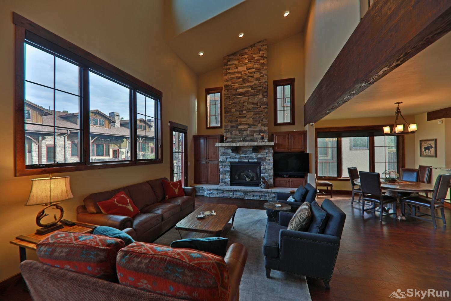Beautiful & spacious townhome w/ 3 master suites + bunk room.  Mountain Views & private deck. Sleeps