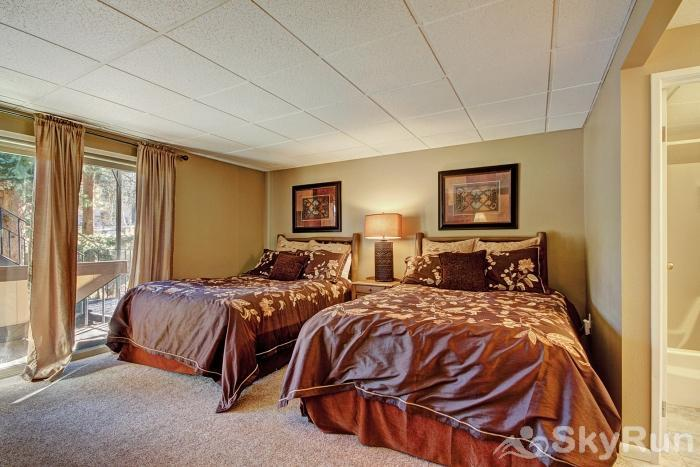 The Lift A102 Second bedroom features 2 queen beds