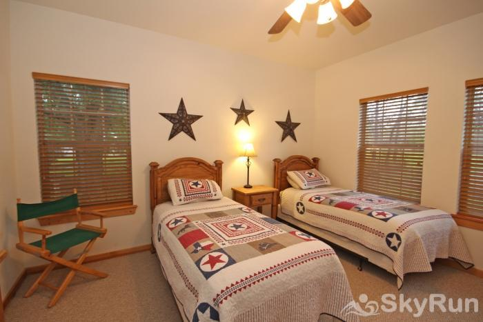 MARICOPA RIVER RESORT Third Bedroom with Two Twin Beds