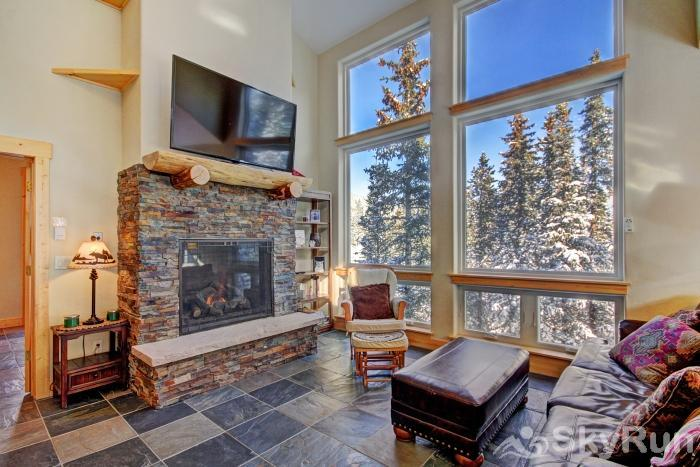 Twin Creek Lodge Gorgeous mountain forest views right our your living room windows!