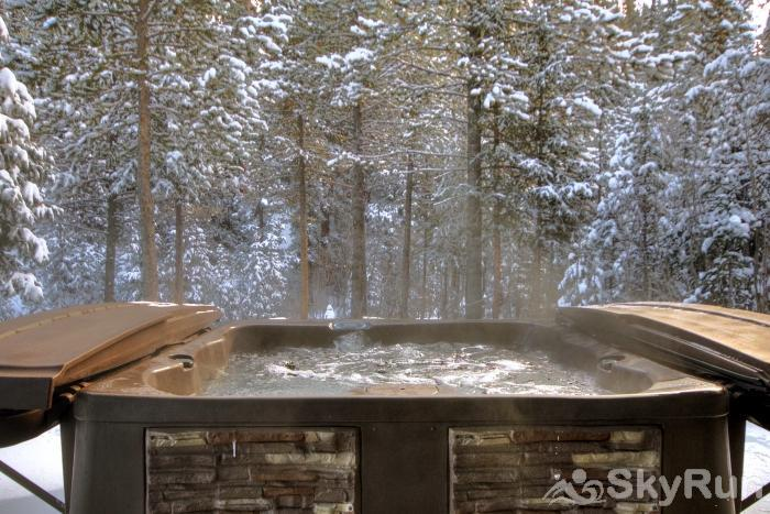 Twin Creek Lodge Soothe your achy muscles after a day on the slopes in your own private outdoor hot tub!