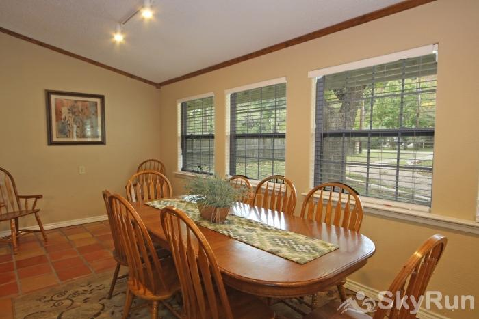 STAR OF TEXAS AND COTTAGE COMBO Dining Area