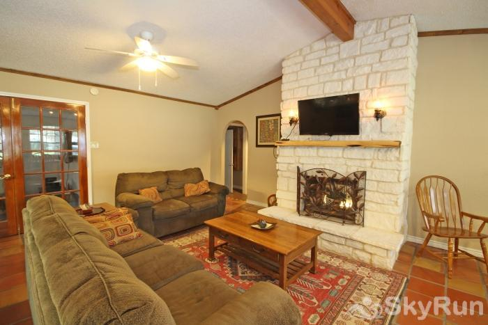 STAR OF TEXAS AND COTTAGE COMBO Living Area with HDTV and Cable