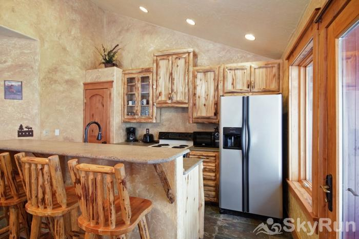 Lodgepole Chalet Lovely kitchen fully equipped with full sized fridge and dishwasher