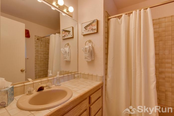 Homewood West Shore Classic - Lake Views Master King Suite 2: Angler Bathroom