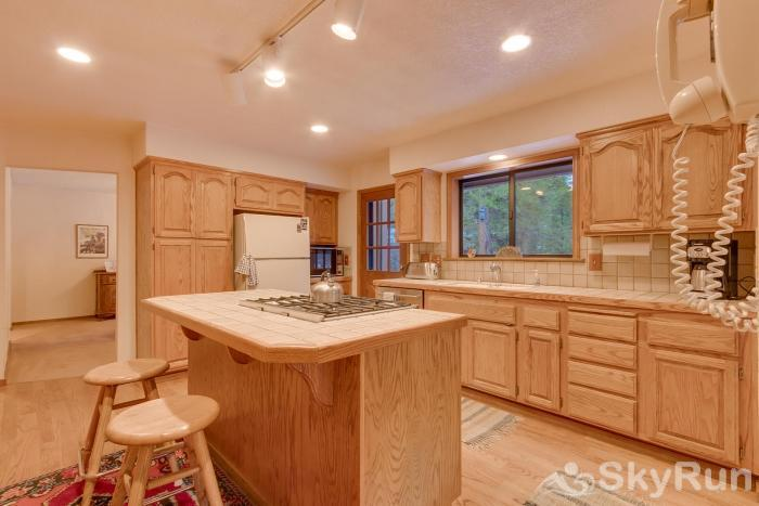 Homewood West Shore Classic - Lake Views Kitchen/Breakfast Bar
