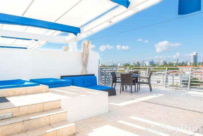 Penthouse De Soleil South Beach - on Ocean Drive Miami Beach Private Roof Top Deck!