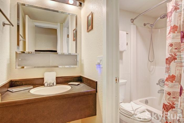 Gold Camp J138 Shared full bathroom