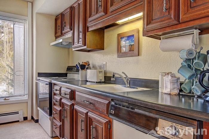 Gold Camp J138 Fully equipped kitchen with full size fridge & dishwasher