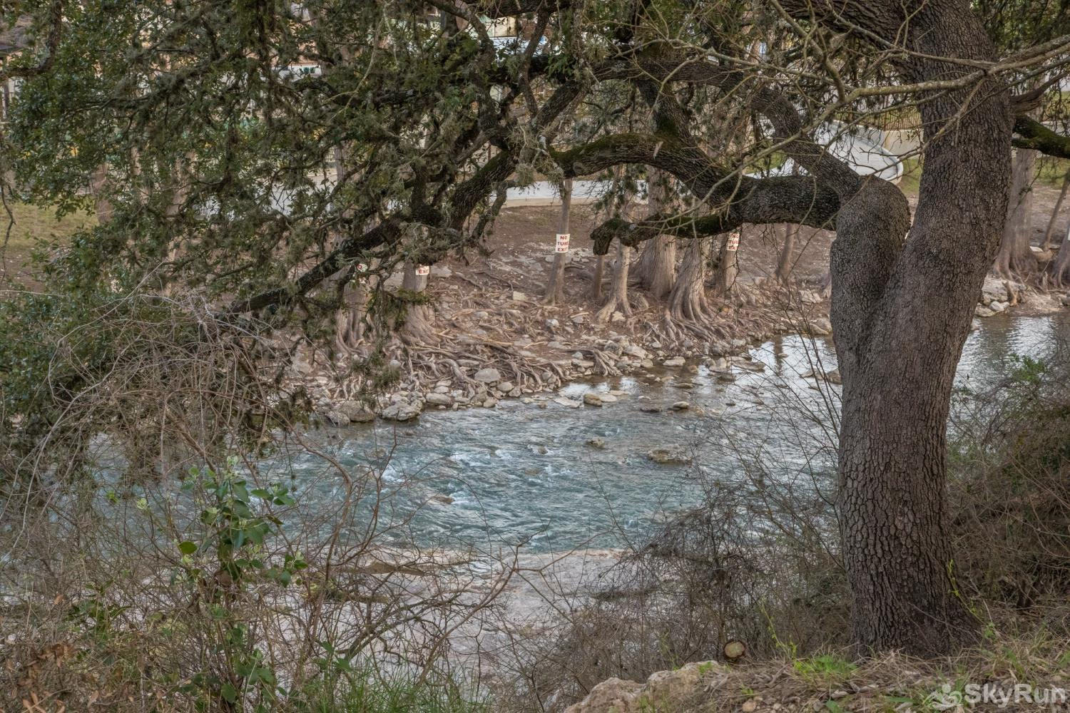 DUKE'S HORSESHOE HOUSE Enjoy the Sights and Sounds of the Guadalupe River