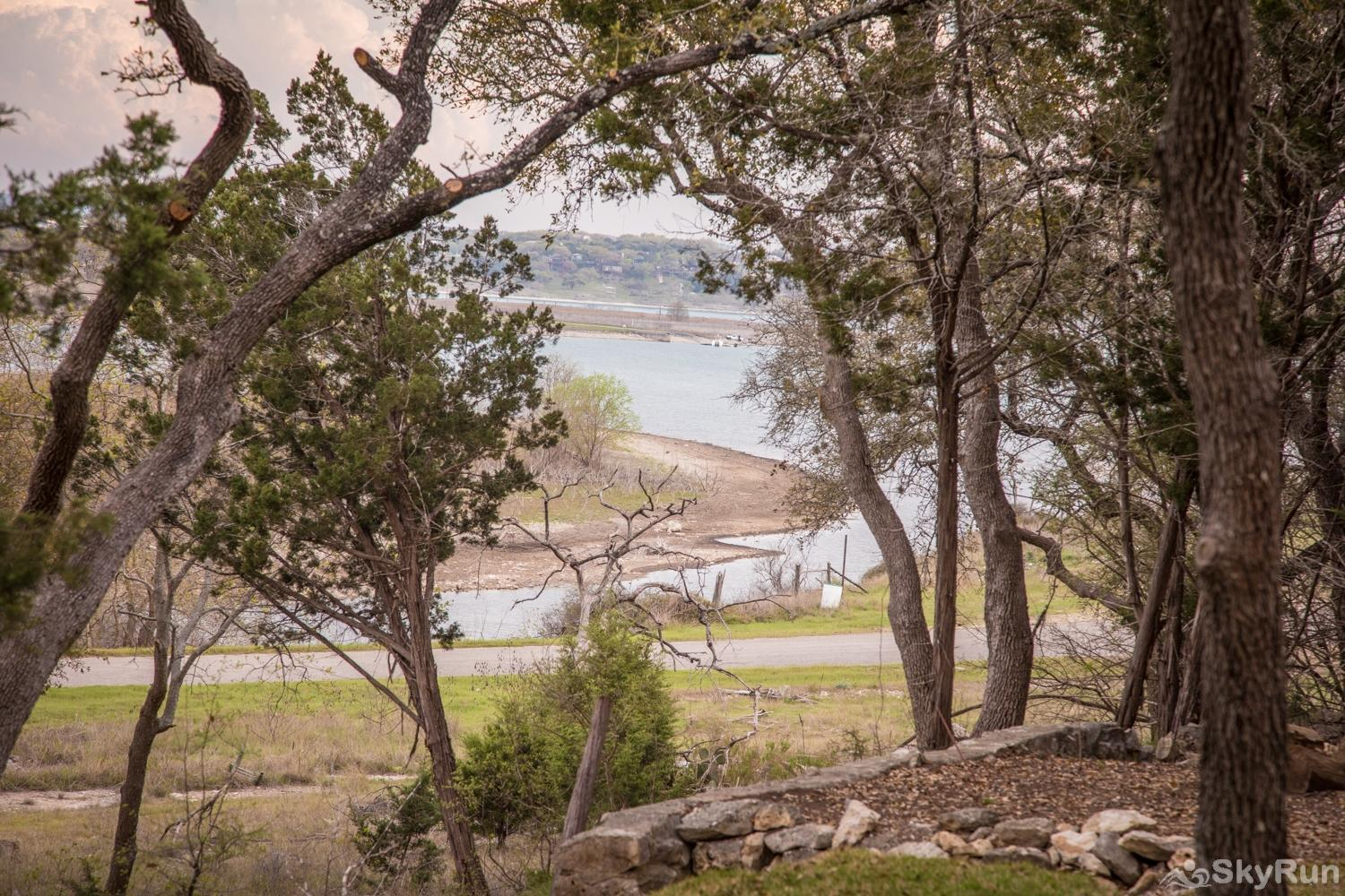 MAGNOLIA HAUS View of Canyon Lake from Backyard