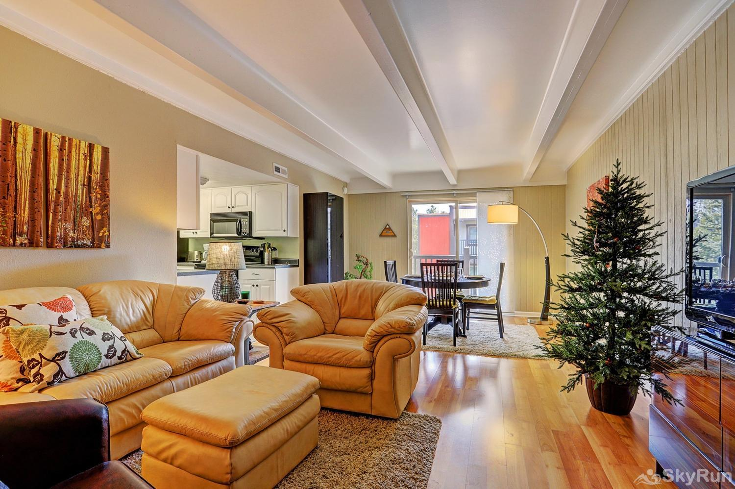Ski and Racquet Club B106 Large, open living room to enjoy time with friends and family